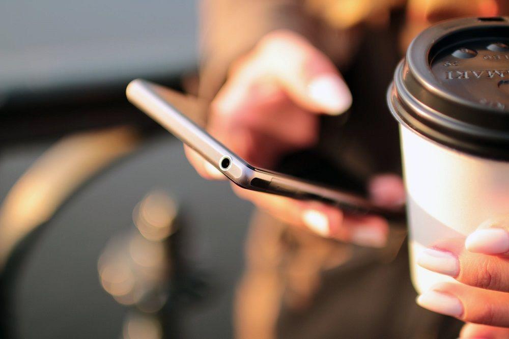 Myslete na to, že někteří příjemci si e-mail přečtou na mobilu. Šetřete jejich data. Zdroj: pixabay.com