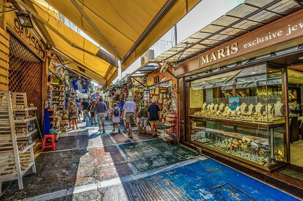 Prodávat své výrobky v Řecku turistům? To zní jako sen!