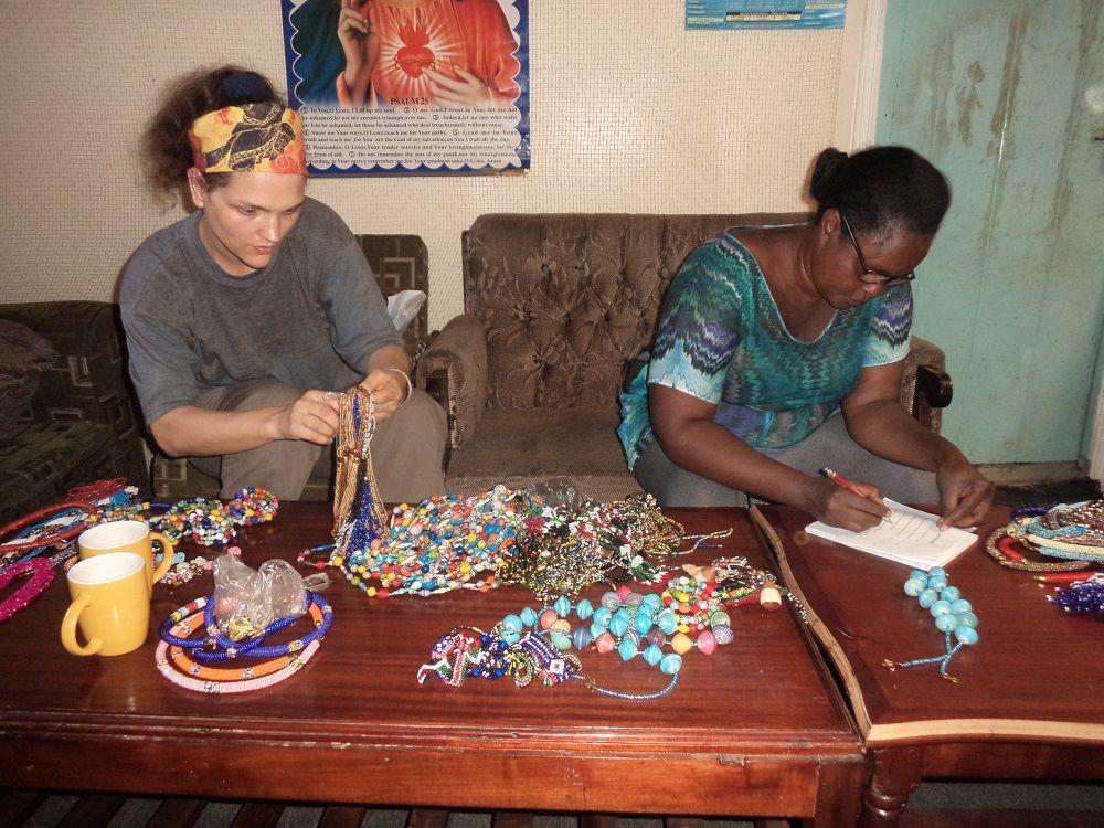 Pomáhat Africe se dá i jinak než v místě. Hana Hindráková si vlastní cesty našla.