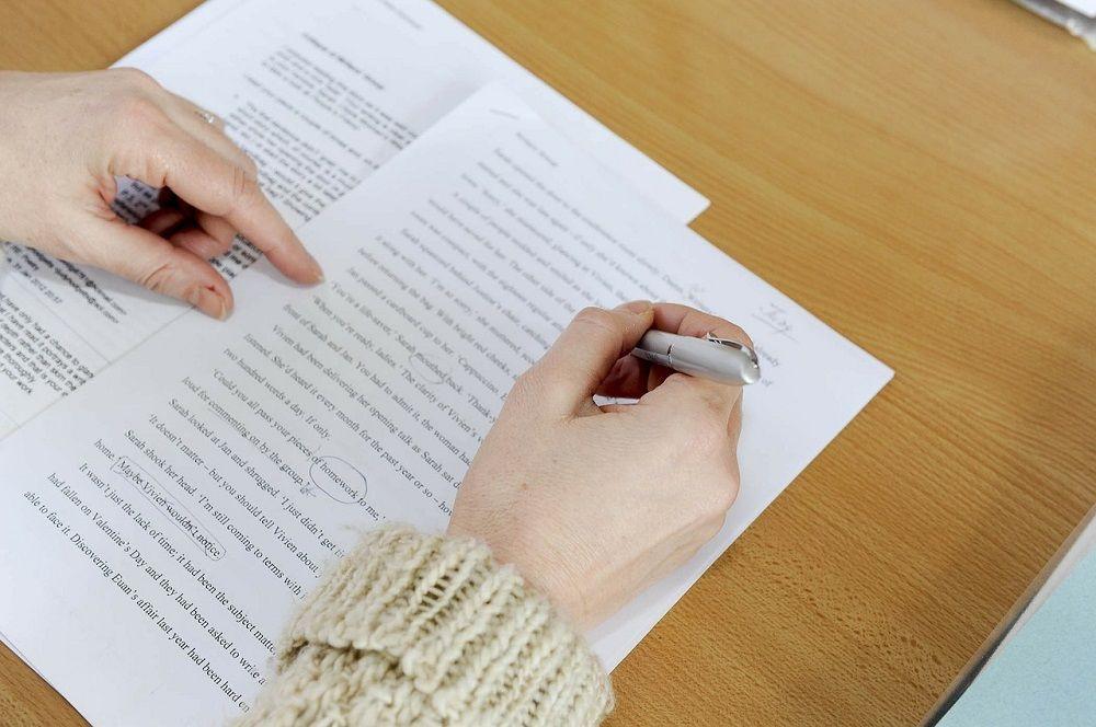 Editování a korektury vyžadují precizní znalost jazyka.